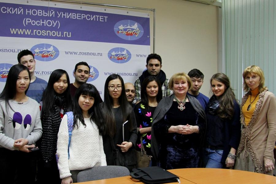 17 февраля в Российском Новом Университете прошла встреча студентов с писательницей Татьяной Поляковой. Встреча была посвящена особенностям детективного жанра и тому как отличить настоящий детектив от рассказа с убийством.